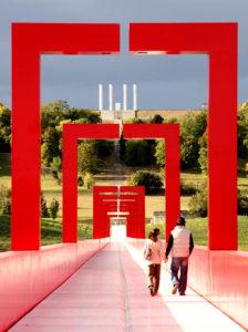 Quand l 39 intervention artistique en ville contribue la - Piscine cergy axe majeur ...