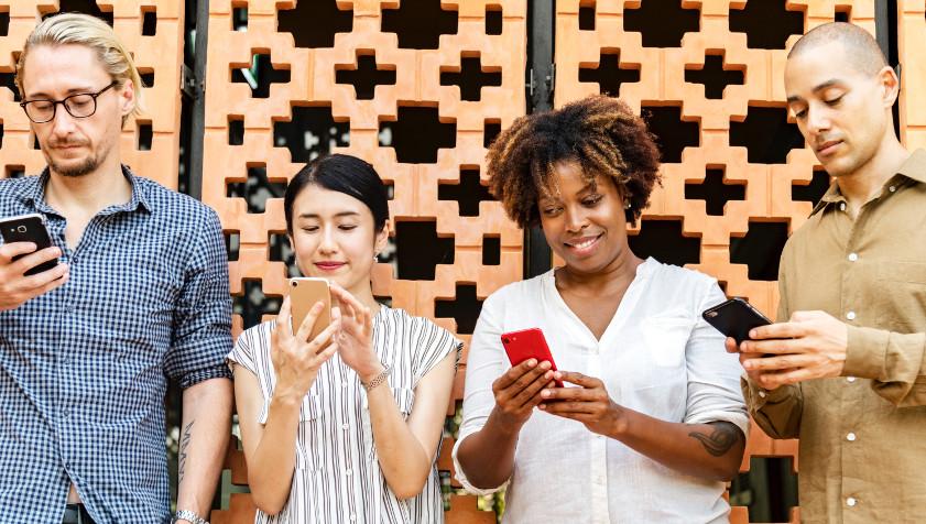 Lève les yeux… de ton smartphone