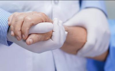 Tenir ta main : un collectif pour veiller sur nos proches